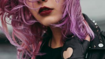 rouge à lèvres foncé