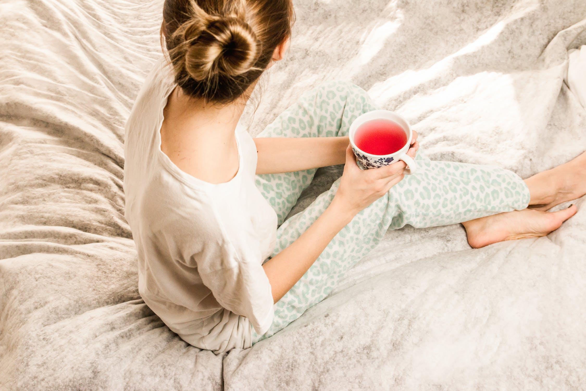 boire un thé dans son lit