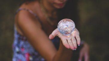 boule de cristal voyante femme noire