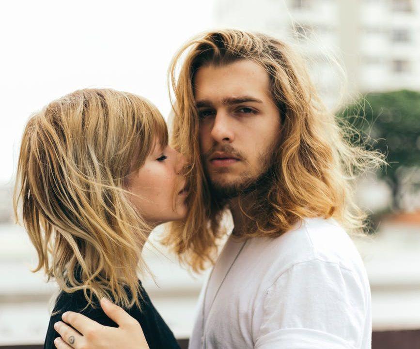 amour couple cheveux faire durer sa relation de couple homme parfait