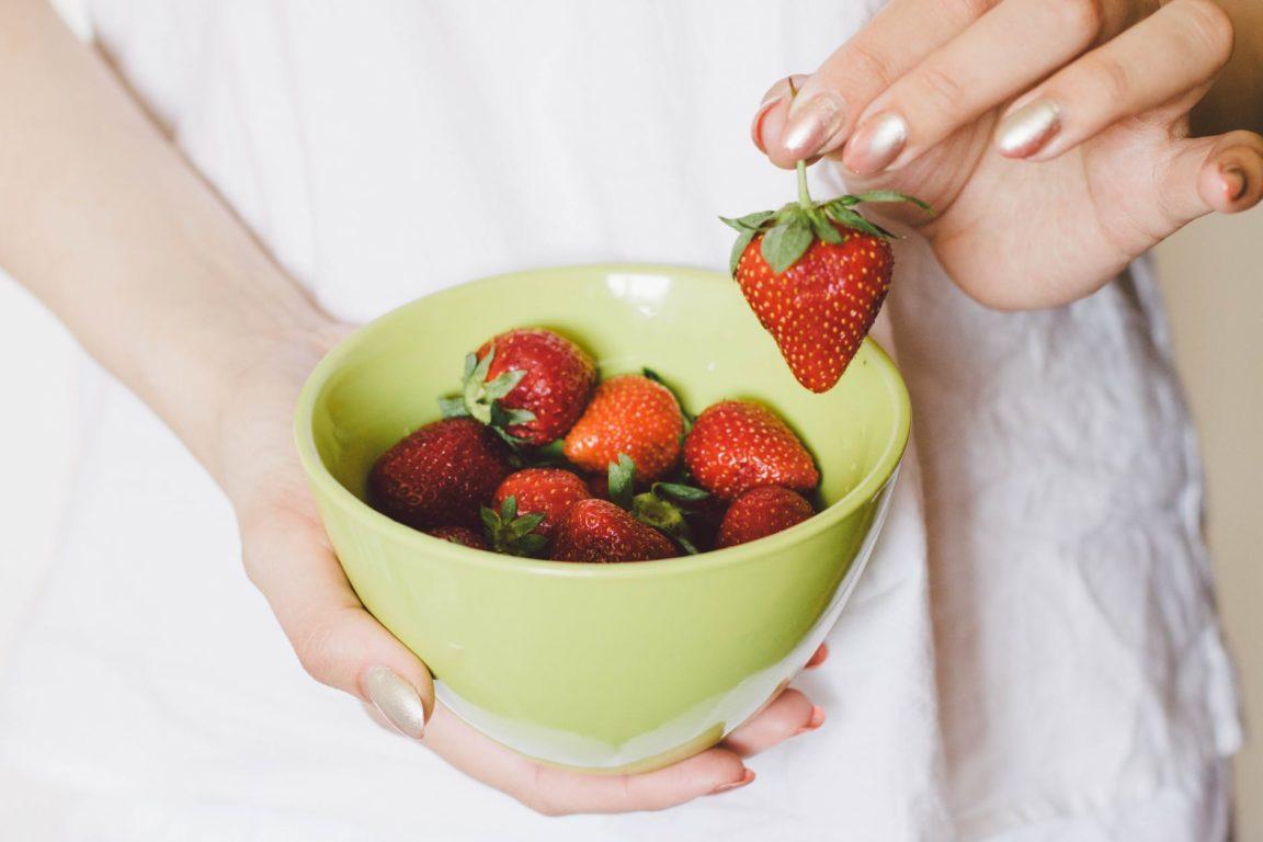 bol de fraises astuces beauté insolites