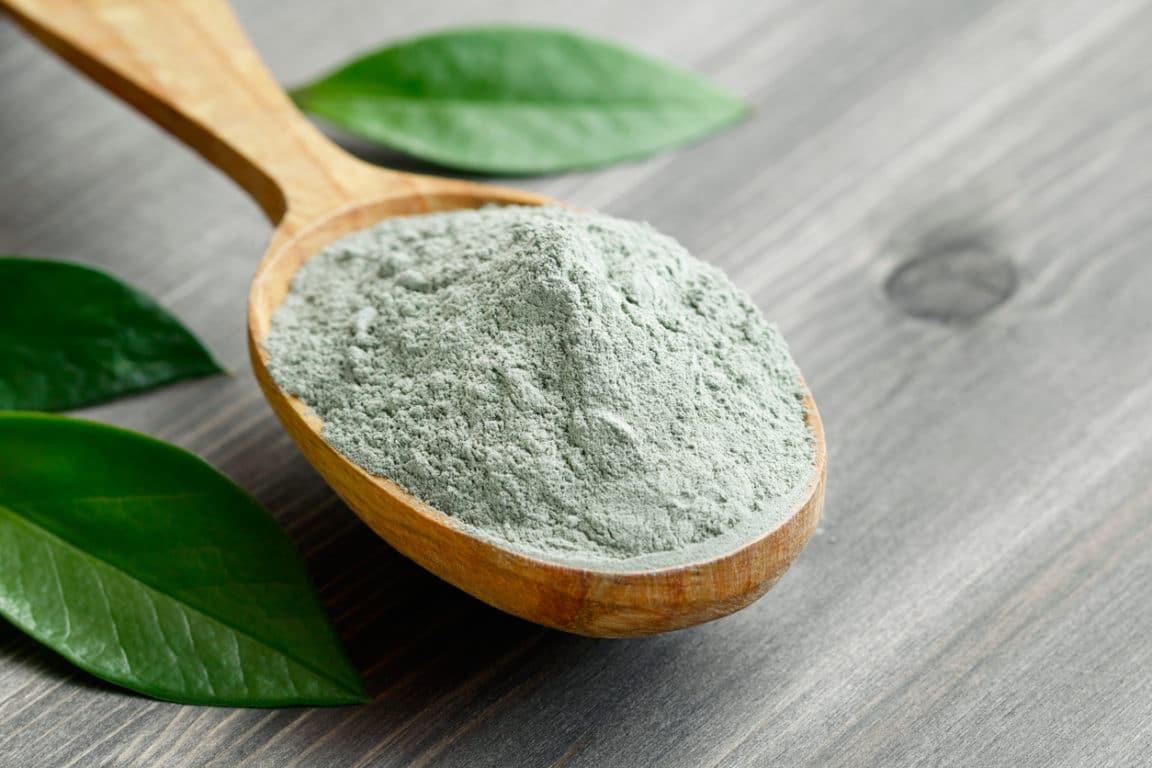 argile verte en poudre remèdes naturels contre les boutons