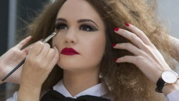 maquillage erreurs beauté se faire maquiller yeux faux cils