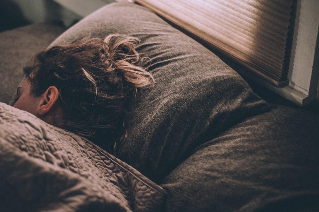 positions pour dormir lit couette oreiller