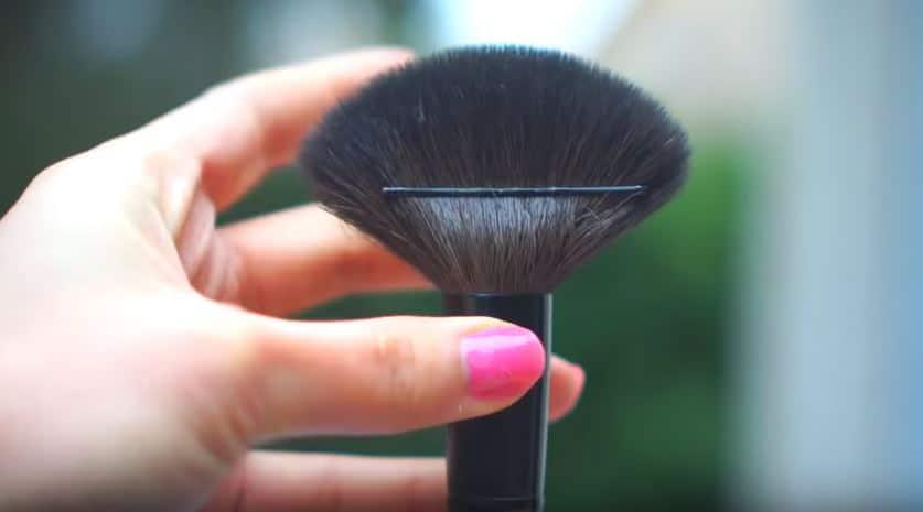 pinceau maquillage barrette astuces de filles quotidien