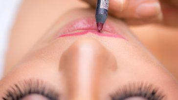 lèvres maquillage contour