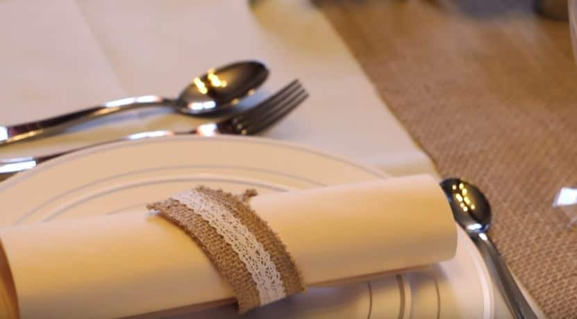 toile de jute déco mariage table assiette couverts