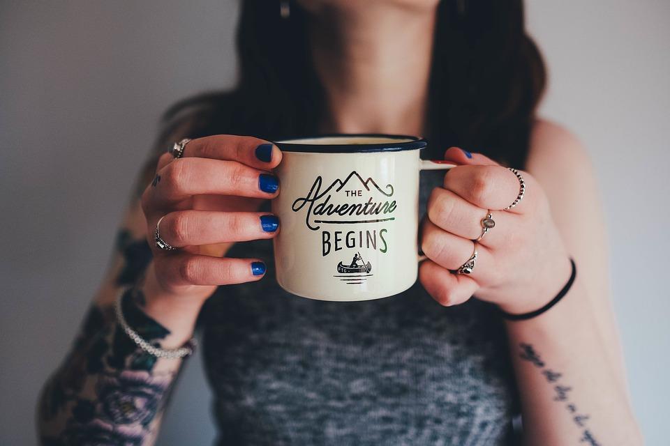 prendre un thé ou un café tasse