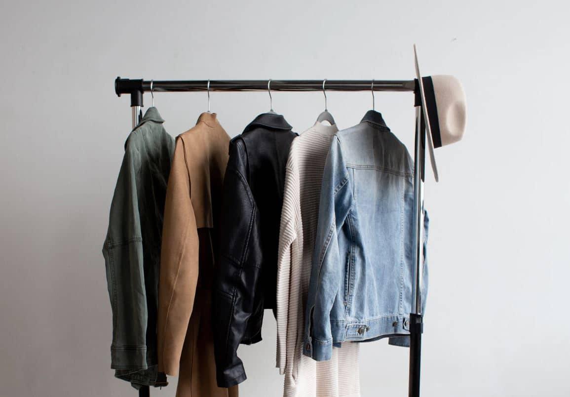 dressing mode garde robe chapeau homme pièces tri penderie