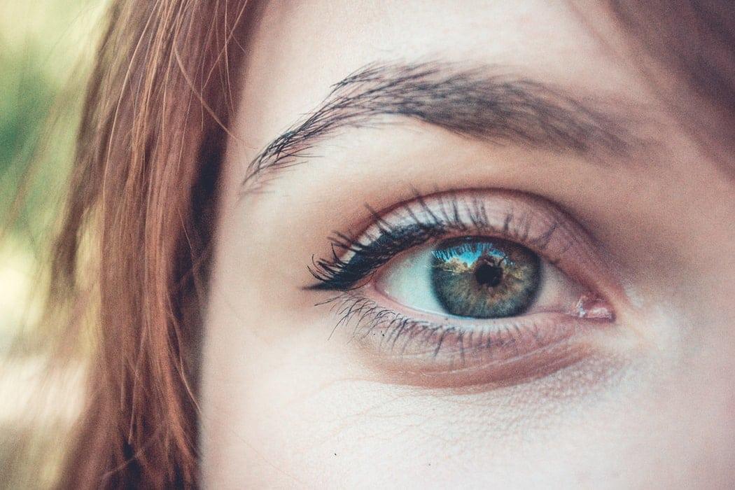 sourcils yeux verts bleu utilisations insolites fard à paupières