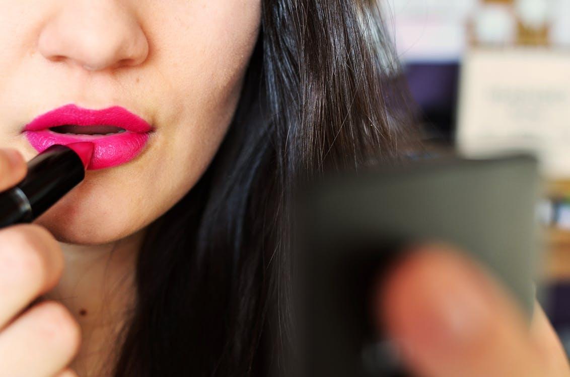 Trouvez la couleur de rouge l vres qui s 39 accorde le mieux votre type de peau 100 f minin - Couleur qui s accorde ...