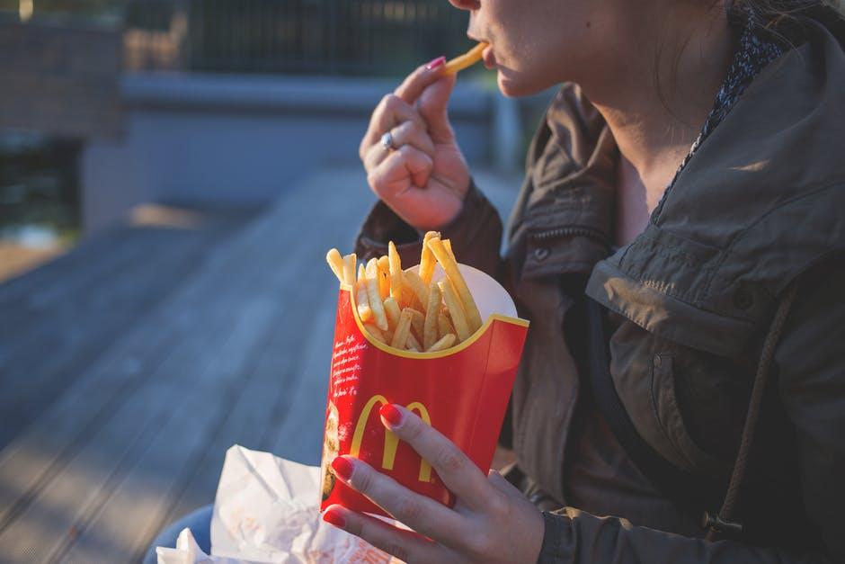 mauvaises habitudes alimentaires frites mac do junk food
