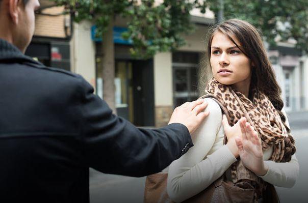 harcèlement rue homme femme téléphone numéro