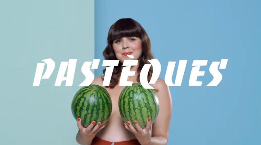 seins en forme de pastèques poitrine femme