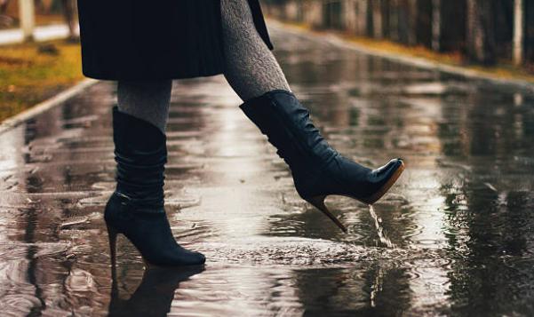 mal aux pieds en talons pluie bottes