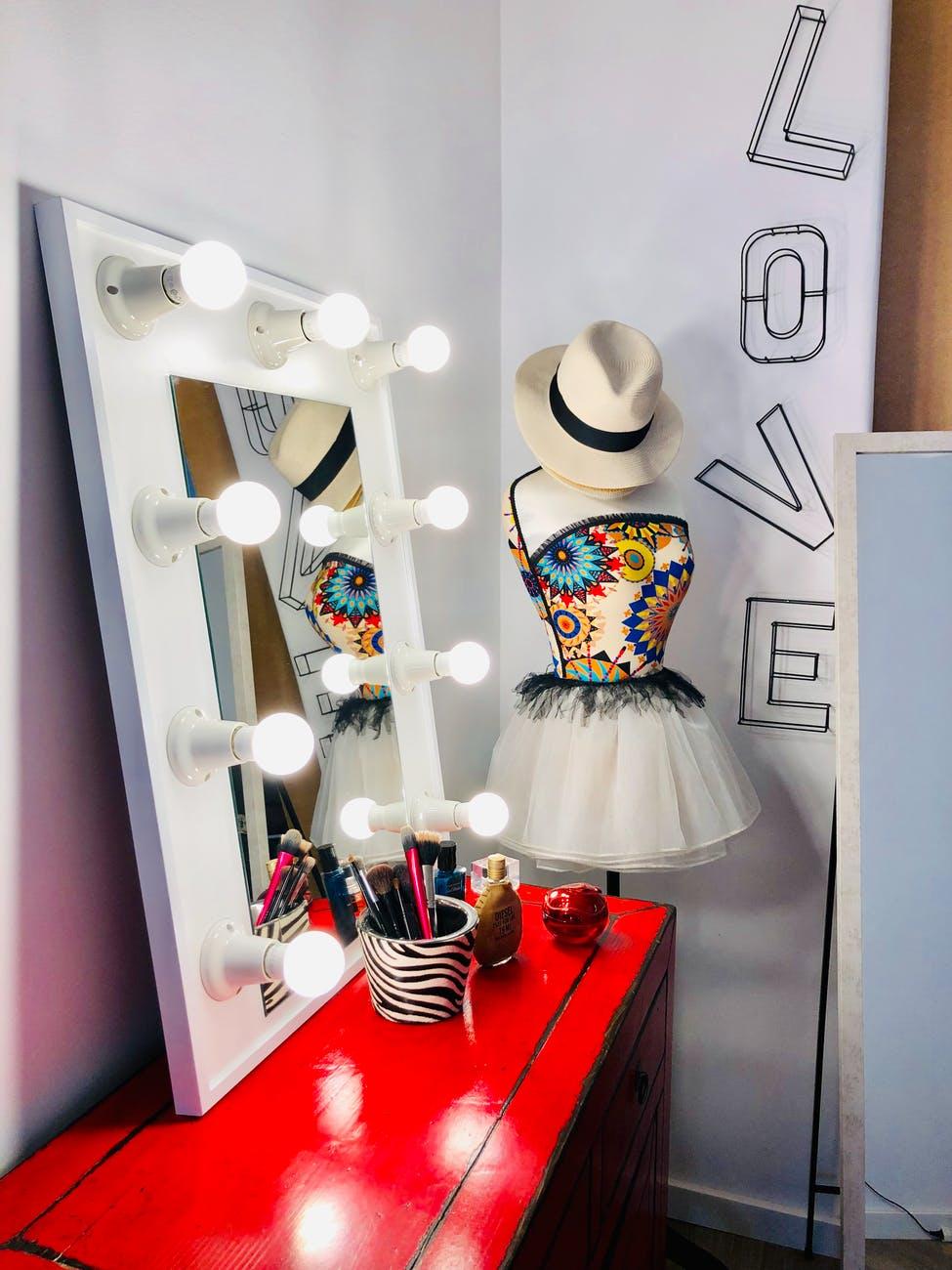 coiffeuse meuble maquiller miroir