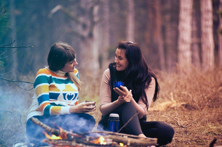 amies copines feu de camp foret vacances