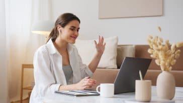 parler une langue etrangere apprendre ordi PC bureau