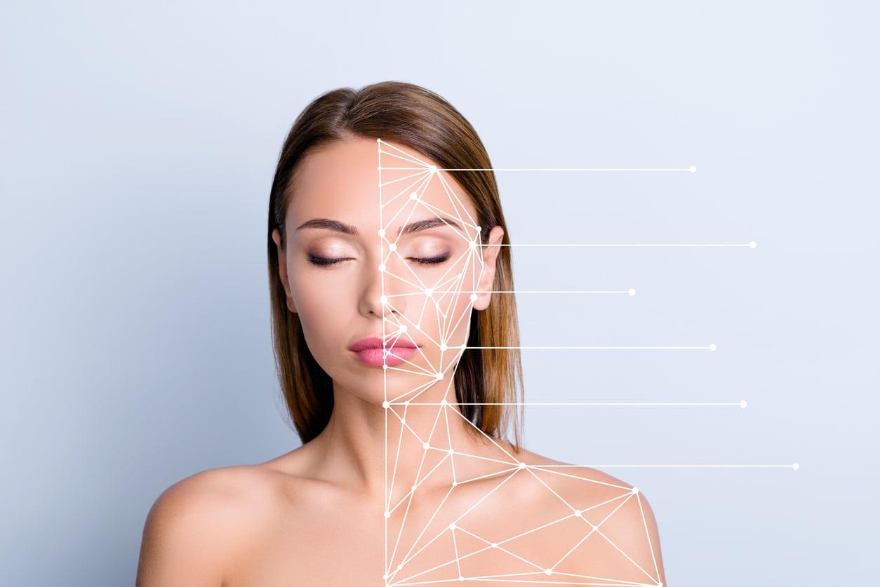 femme opération chirurgie esthétique visage