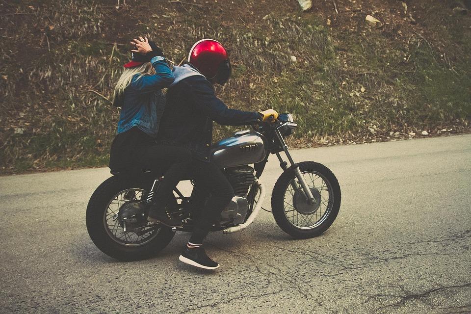 motards femme couple homme moto mensonges