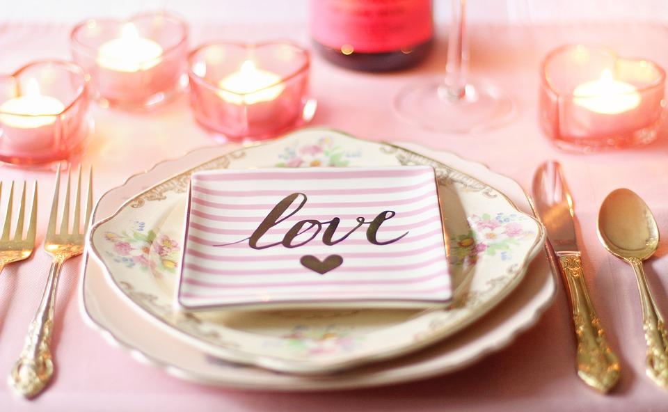 dîner romantique amoureux annoncer grossesse mariage saint valentin