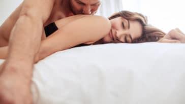 couple lit romantique sexe amour orgasme anal