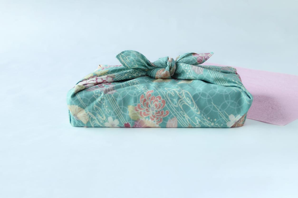 Furoshiki cadeau de noel papier zero dechet