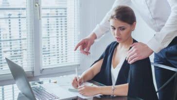harcèlement sexuel au travail femme bureau pc