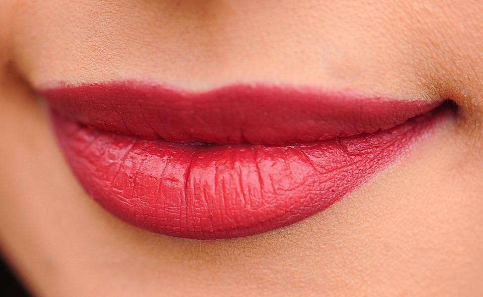 faire la fête lèvres fines bouche pulpeuse