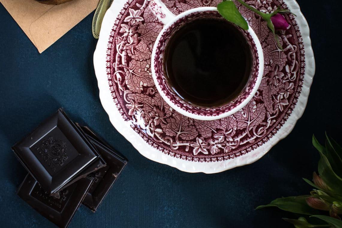 chocolat noir tasse de thé aliments pousse des cheveux