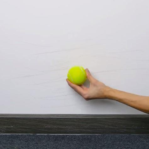 nettoyer mur balle de tennis astuce