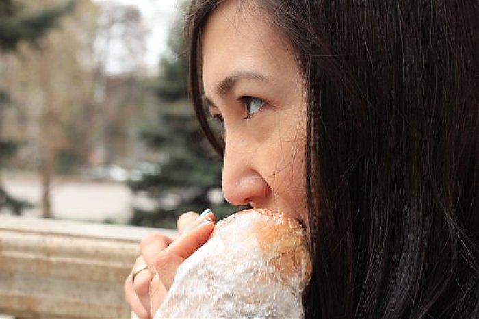 manger un sandwich femme nourriture séduire
