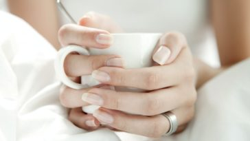 ongles longs forts astuces sante beaute aliments tasse