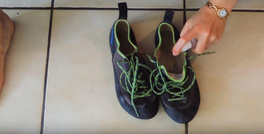 Comment lutter contre les odeurs de pieds 6 astuces faciles pour des chaussures qui ne sentent - Bicarbonate de soude chaussures ...