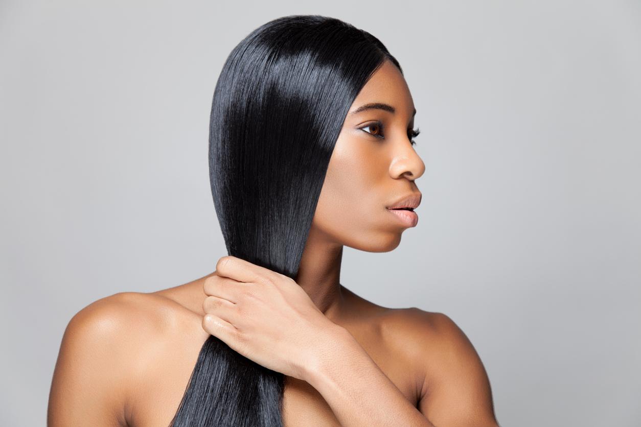 lisser cheveux noirs afro femme noire lissage coiffure défrisage dangers