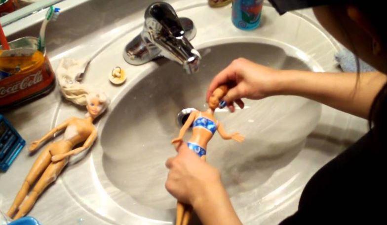 poupées barbies lavabo tête laver