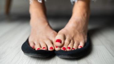 pieds vernis femme sentir odeurs chaussures transpiration