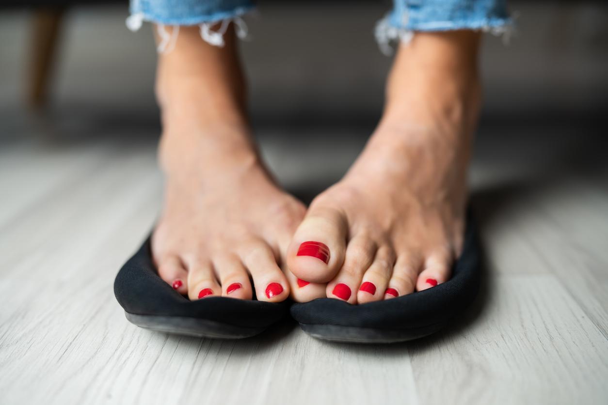 Comment lutter contre les odeurs ? 6 astuces pour ne plus sentir des pieds