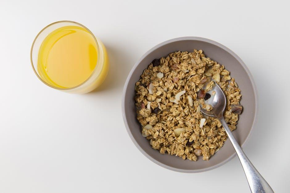 flocons d'avoine petit déjeuner remèdes naturels contre les boutons