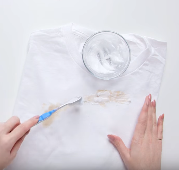 bicarbonate tache vêtements enlever