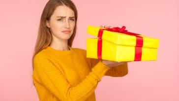 cadeau de Noël empoisonné déception pires cadeaux femme ouvrir