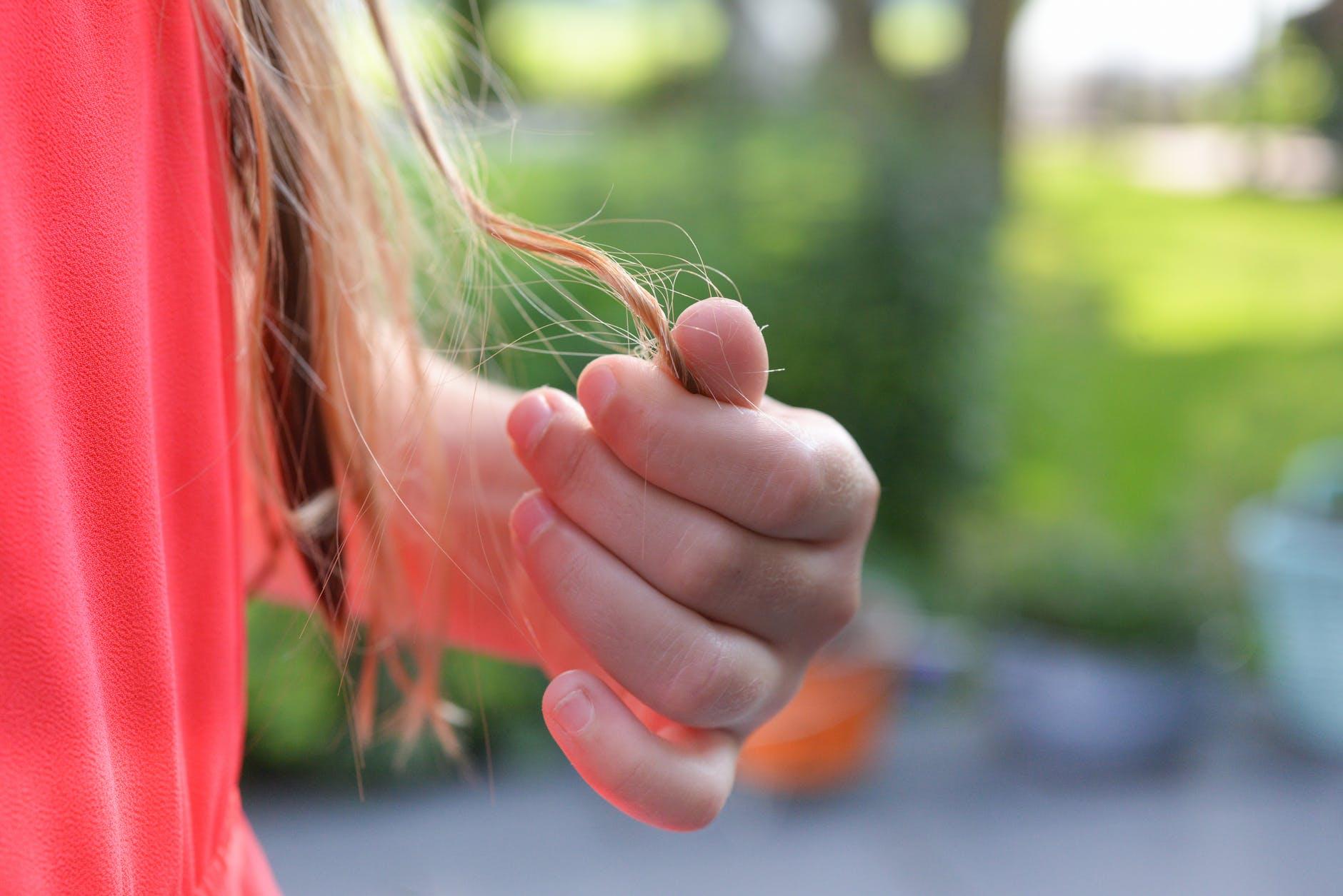 se brosser les cheveux