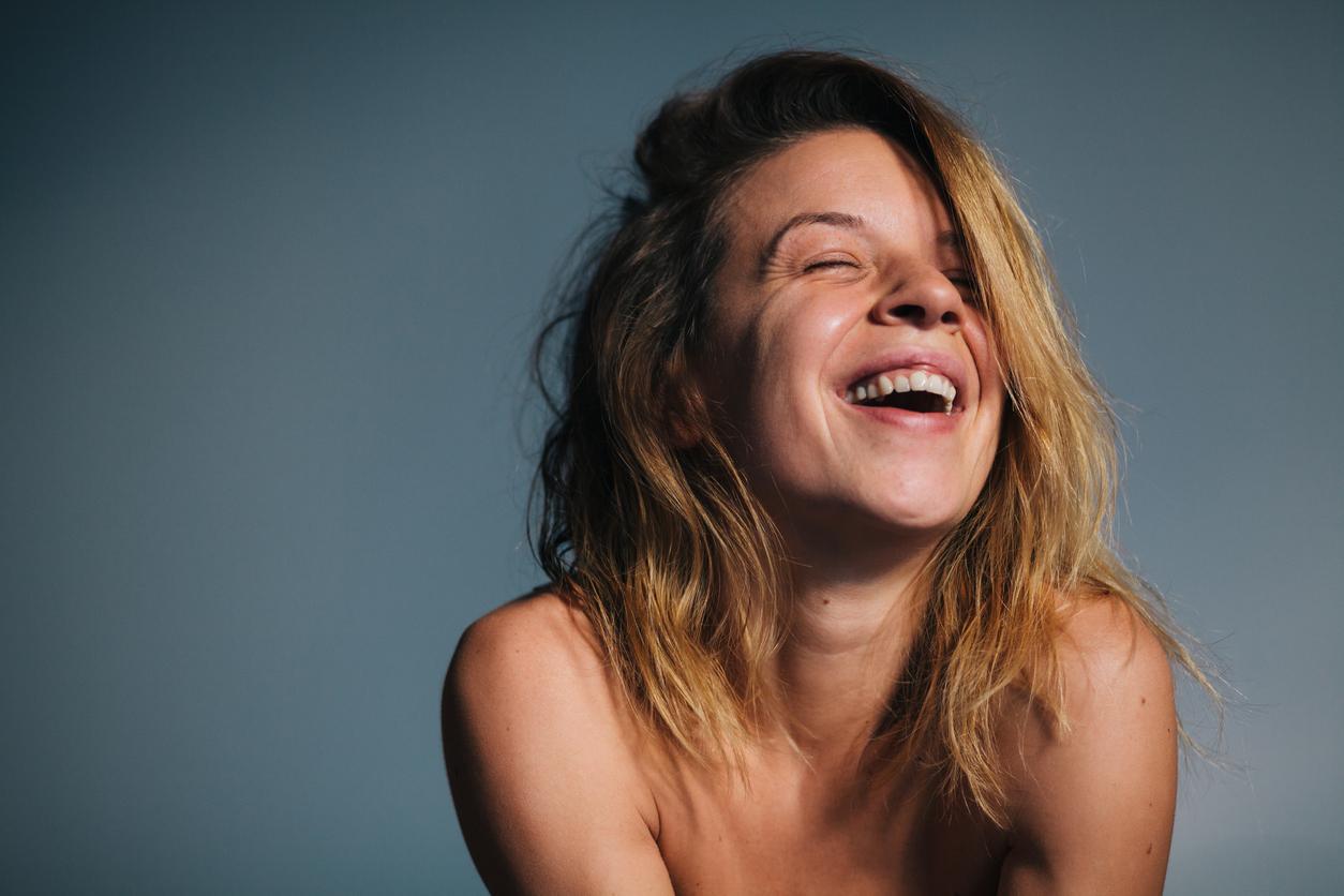 femme blonde rire sourire naturelle prénoms filles 2021