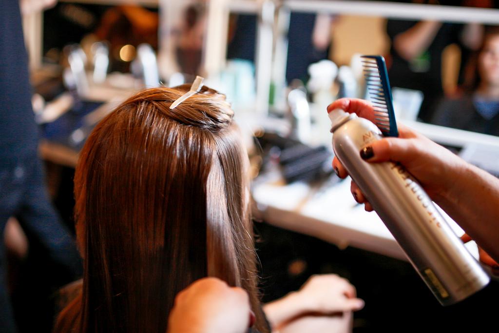 astuces coiffure coiffeur laque