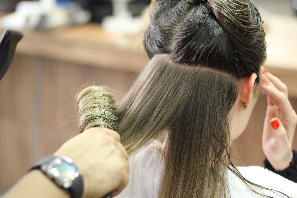 salon de coiffure coiffeur astuces brosse brushing