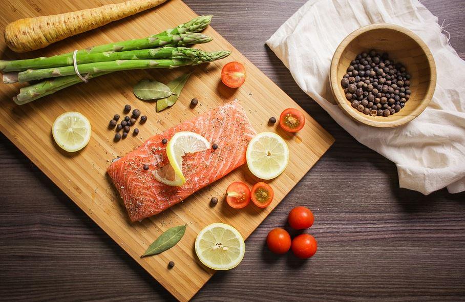 aliments poissons repas lutter contre maux tête naturel mal migraine