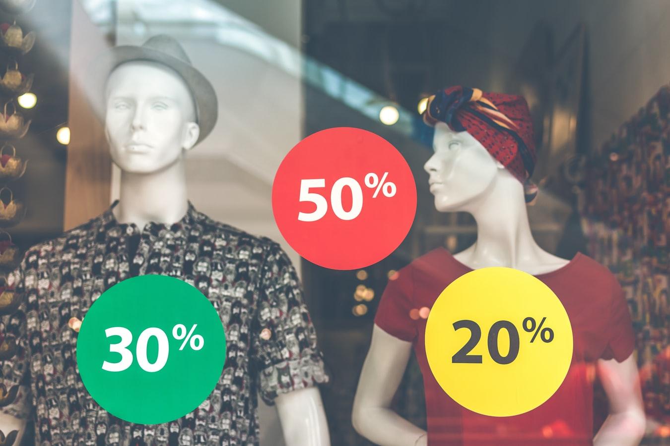 soldes boutique vêtements vitrine magasin mode