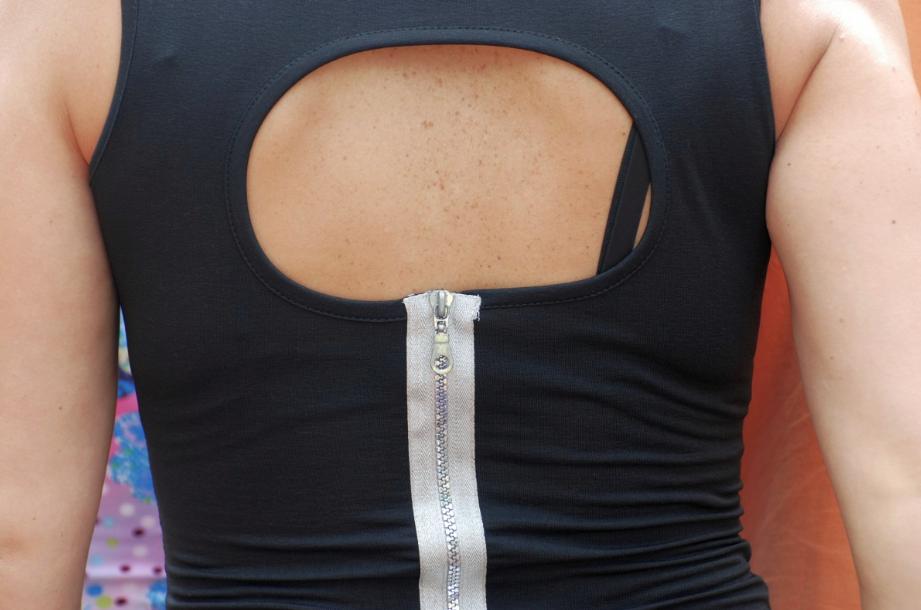 femme dos nu matières textiles vêtements qui font transpirer