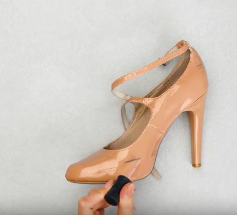 chaussures à talons vernies