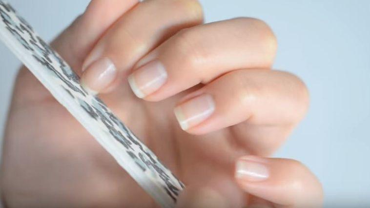 lime à ongles éclatants de santé